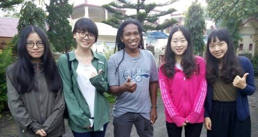 Liang Yu Dan, Chen Yuwei, Ruan Zhi Yin, Yang Huanzi from Beijing with Christian Peter, Flores Driver