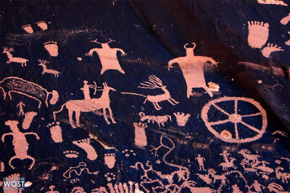 Collection of petroglyphes on the Newspaper Rock in Utah/USA