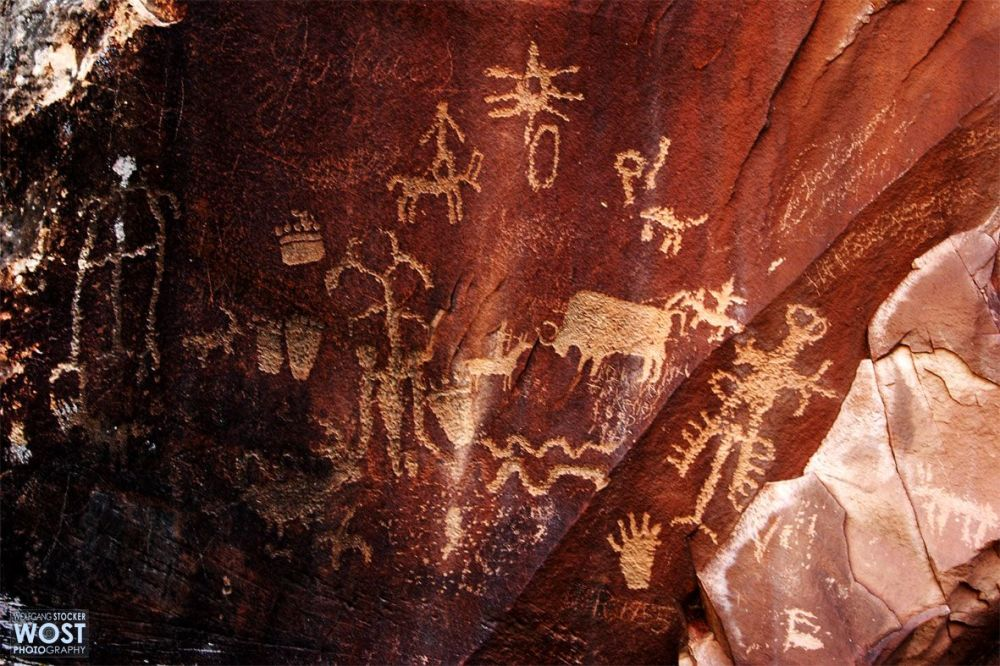 Collection of petroglyphs on the Newspaper Rock in Utah/USA