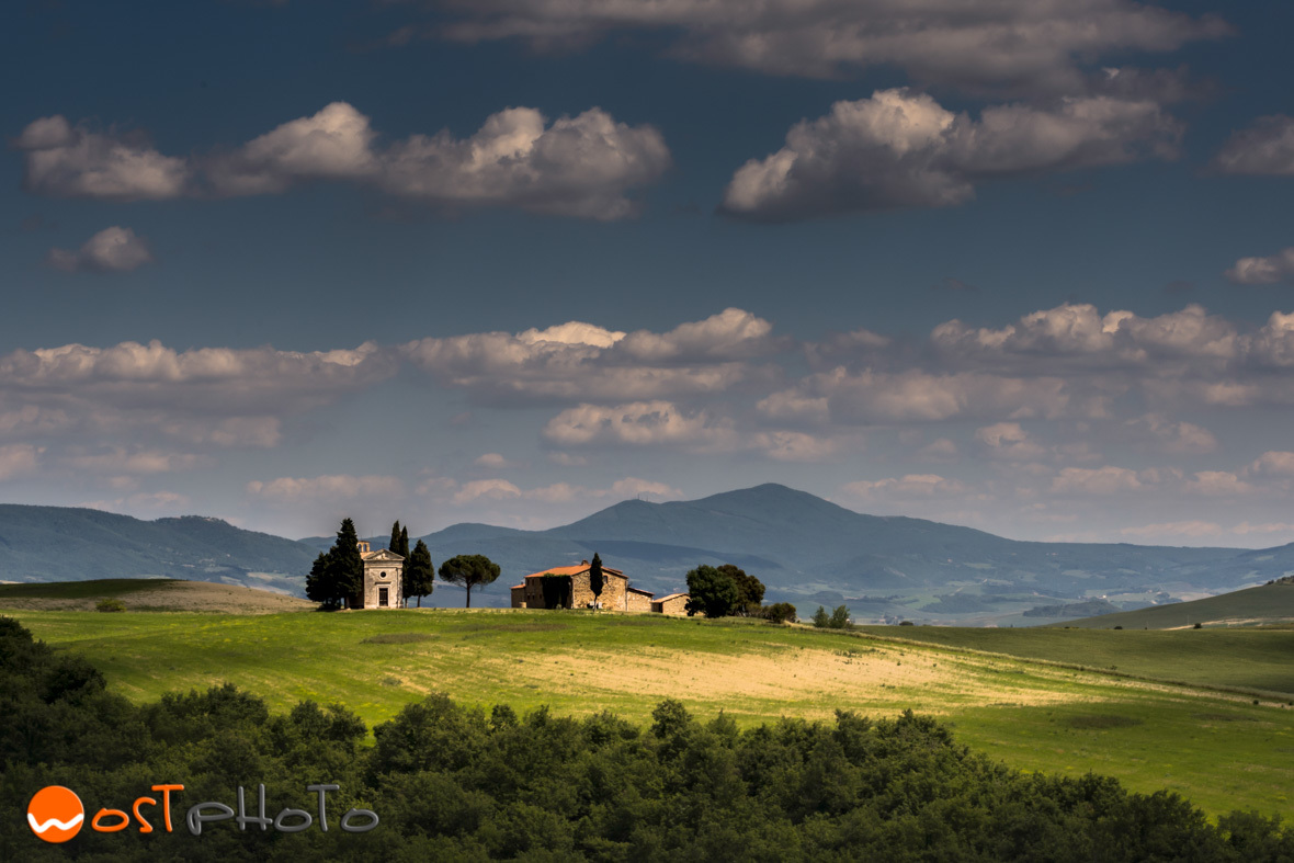 Tuscany, Val d'Orcia landscape, little chapel