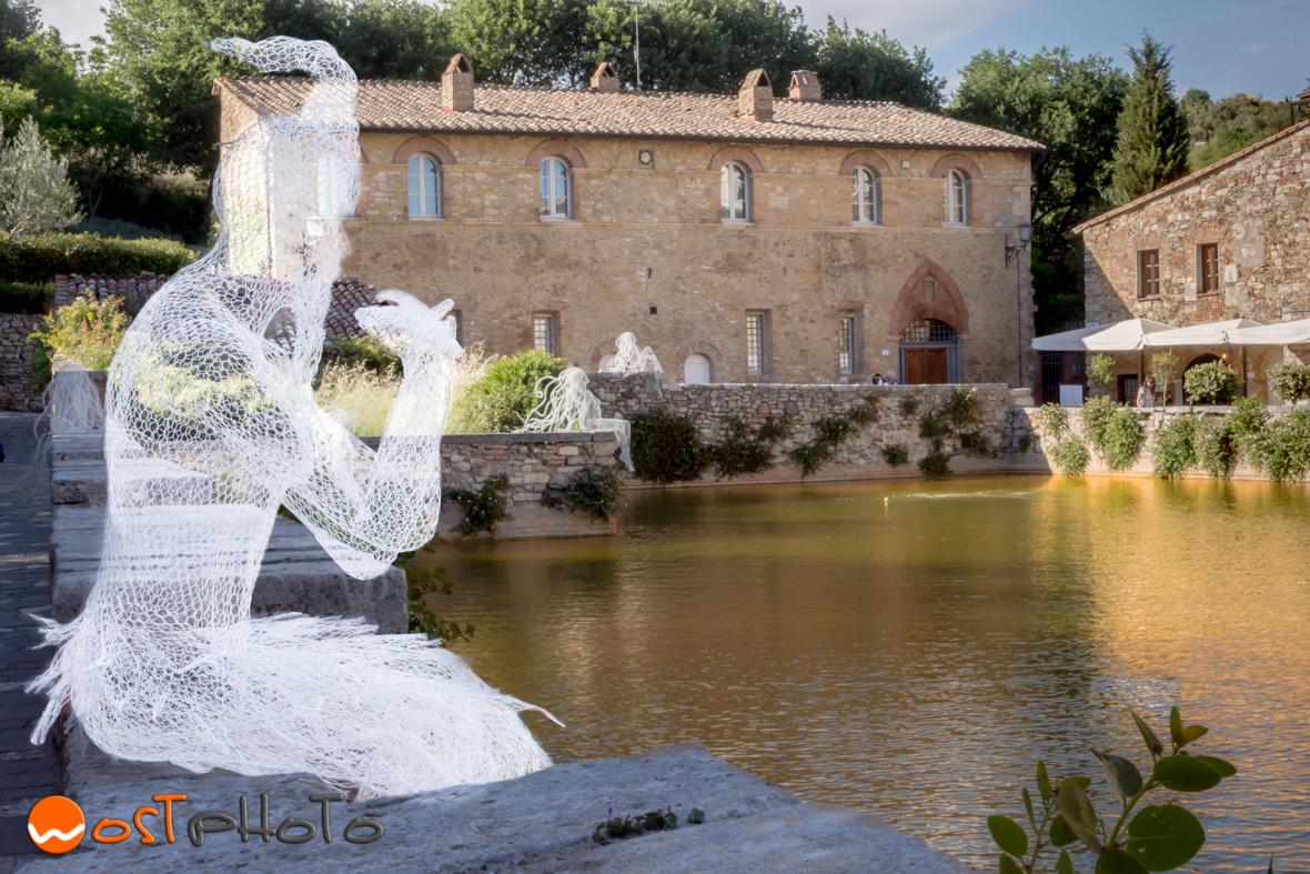 Mesh wire art of Daniela Capaccioli in Bagno Vignoni in Val d'Orcia in Tuscany/Italy