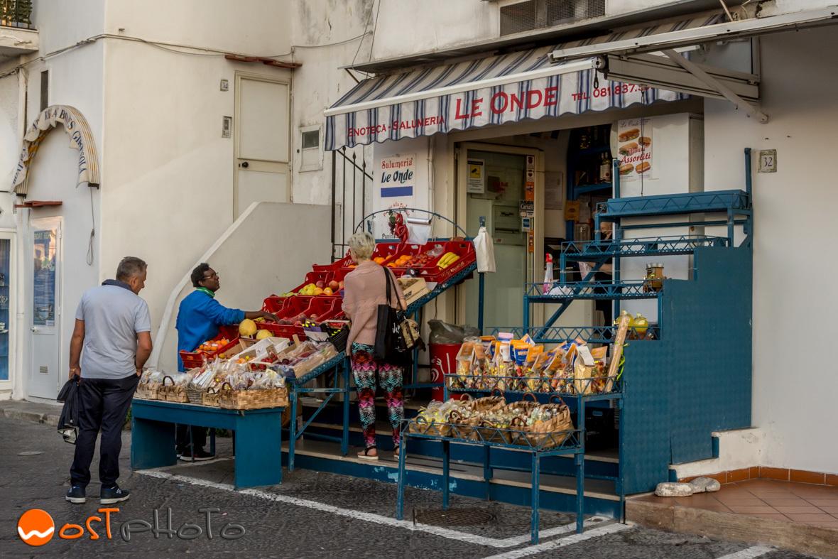 Capri shopping store