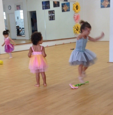 Baby ballet classes in French or English