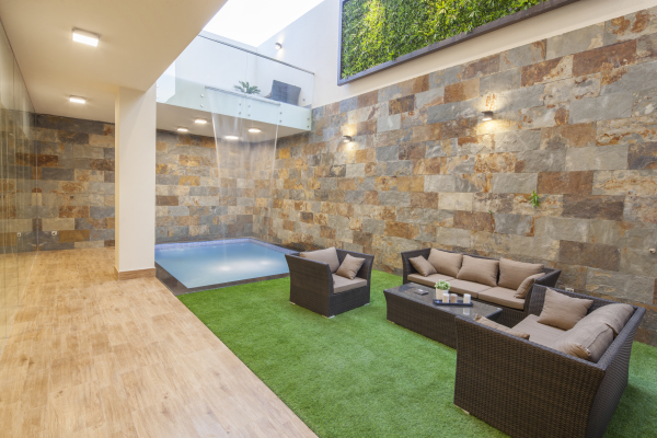 OUTDOOR SITTING AREA (1)
