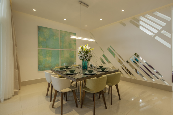 A dining room is an integral part of a home. This is the place where family and friends gather together on special occasions to enjoy festive meals. To make the occasion a pleasurable and memorable one, a dining room should be both stylish and comfortable.