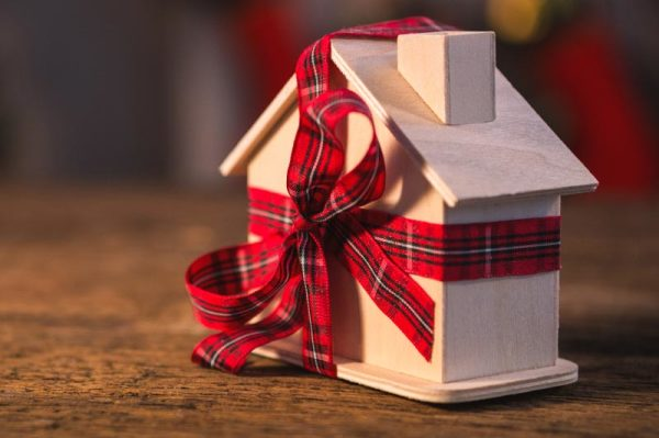 Top 10 Tips for Selling Your Home During the Holidays