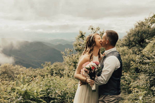 blue ridge parkway, craggy gardens, elope in asheville, destination elopements wnc, getting married in asheville