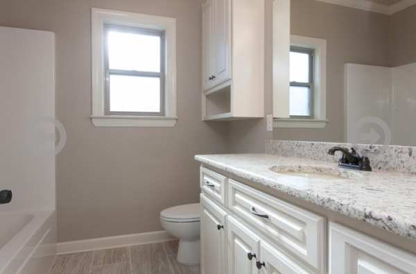 Stillwater Home Full Bath