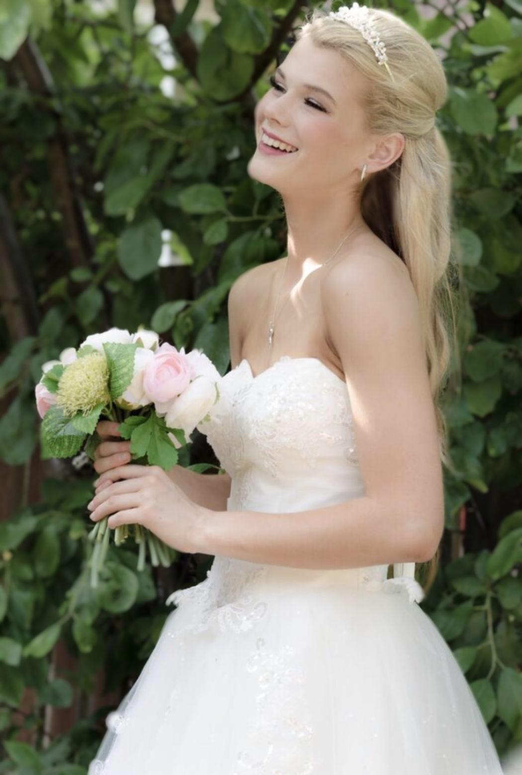 model bride in Dundee.  Natural makeup.  Glam bride