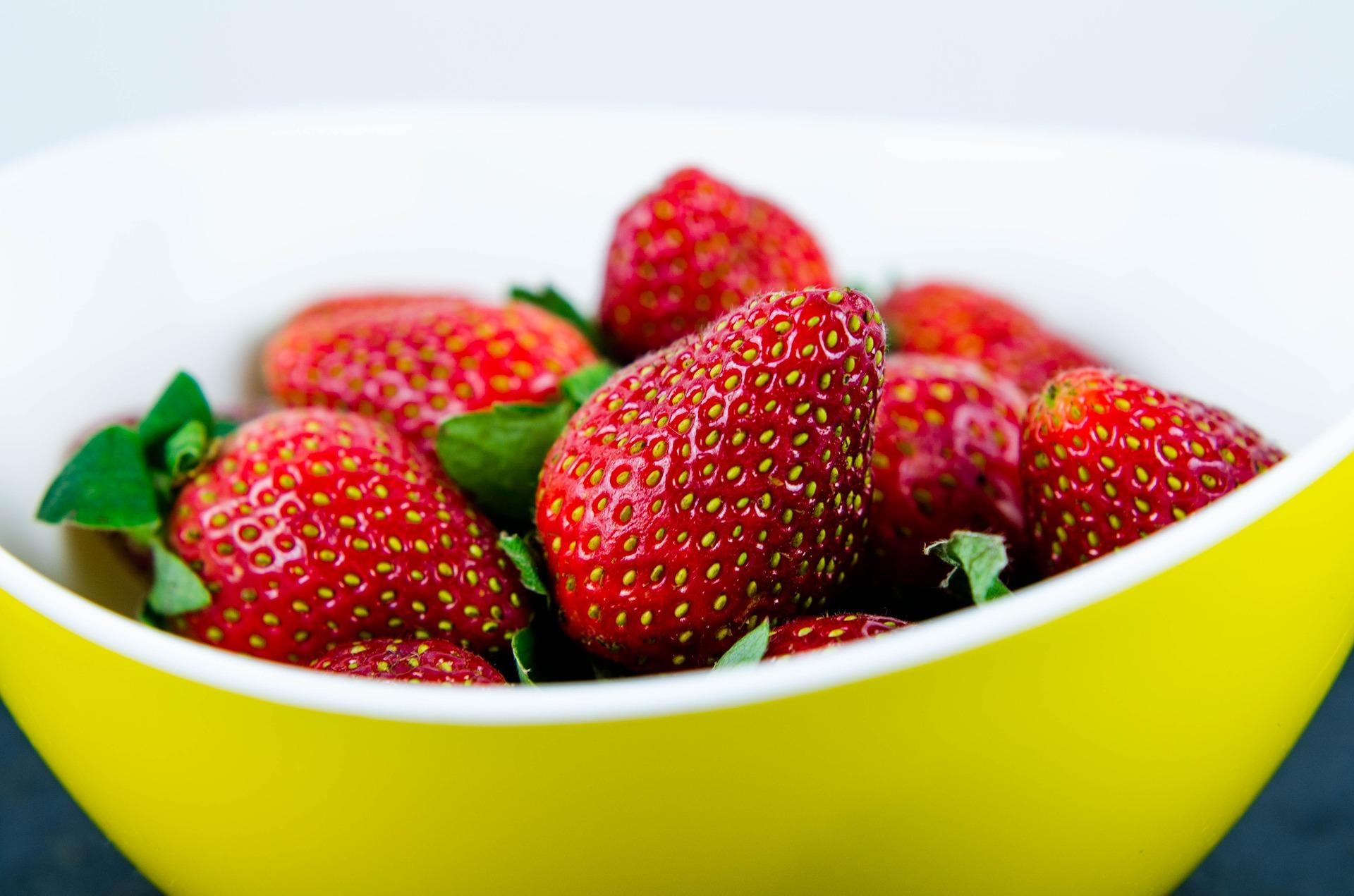 ¿Estás lavando las fresas correctamente?