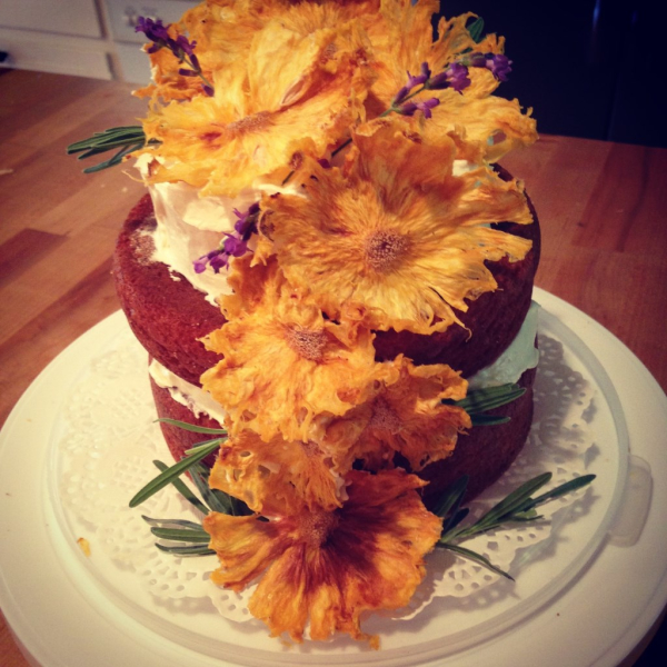 Naked Cake with Pinneaple Flowers