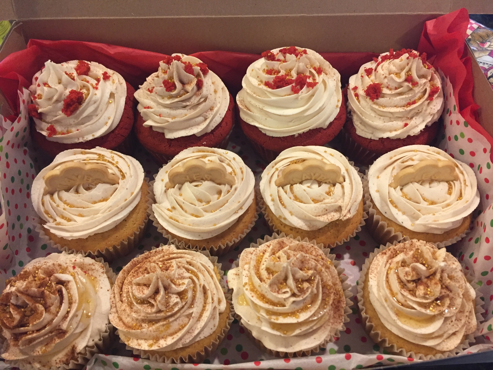 Holiday Cupcake Box!