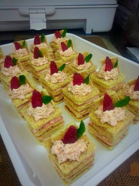 Scottish Raspberry Mini Gateaux