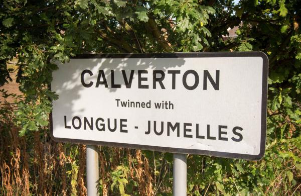 Sign at the bottom of Bonner Hill - Image @ Stuart Noall