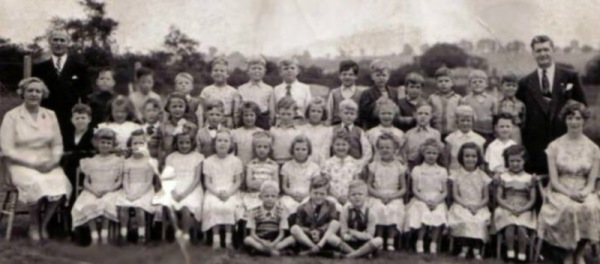 Manor Park School Late 1950s - The big fella on the right was Bobby Hunt who used to be the local policeman in the village for many years.