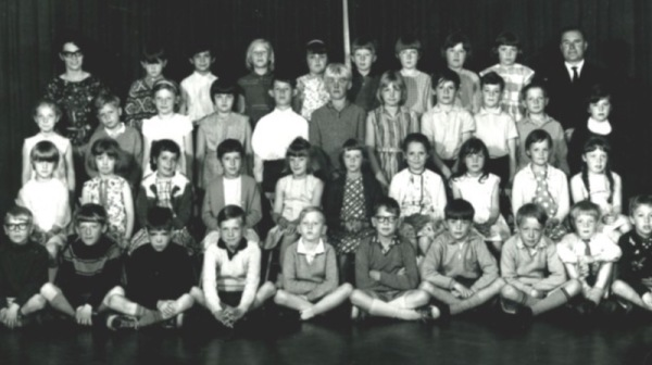 Sir John Sherbrooke 1967 - Top Row: Miss Carr, Ian Cairney, Paul Wright, Christine Briggs, Glynis Prince, David Parker, Jane Simpson, Maureen McFarlane, Angela Knott, Mr Clifton. Second Row: Elaine Barker, Frank Smallman, Avis Gamblin, Linda Maughan, Thomas Mullen, David Inger, Elaine Pailin, Glenn Williams, Keith Mosely, Christopher Harrison, ? Third Row: Diane Mapletoft, Jane Marples, Linda Pye, Wendy Chadbourne, Susan Worrall, Carol Lockwood, Jacqueline Kennedy, Karen Court, Lynn Cantrill, Dawn Reid. Bottom Row: Ray Knox, Tony Christian, Jeff Stringer, Colin Hodgson, Paul Cocking, Ian Bruce, Derek Hazeldine, Peter Chapel (Chapman?), Philip Bell, Eric Bowman.