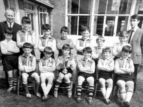 William Lee 1964/65 - Back row: Mr Jackson, Bill Bentley, Phill Bolton, Ian Holgate, John Cooper, Peter Gunn, Colin Breffit, Mr Chapman. Front row: ??, Terry Birchnall, Dean Williamson, Billy Mullen, Mick Black, Gary Terzza, Paul Dean.