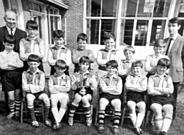 William Lee football team 1964/65 - Back row: Mr Jackson, Bill Bentley, Phill Bolton, Ian Holgate, John Cooper, Peter Gunn, Colin Breffit, Mr Chapman. Front row: ??, Terry Birchnall, Dean Williamson, Billy Mullen, Mick Black, Gary Terzza, Paul Dean.