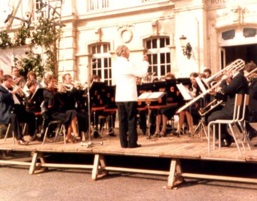 Circa 1981 : Longue town hall