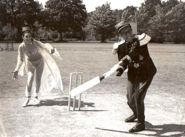 Wicket-Keeping Anita!