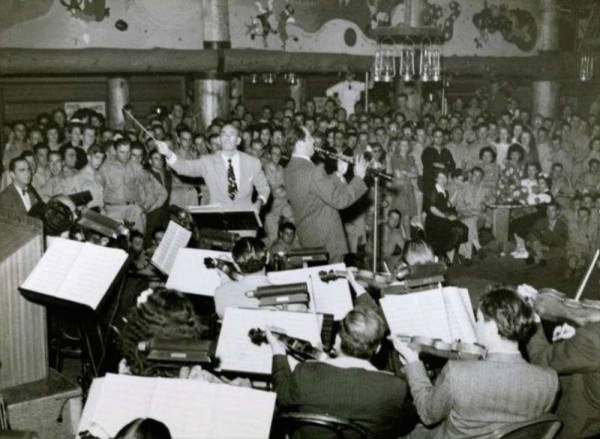 Phil holding court at the 'Hollywood Canteen'