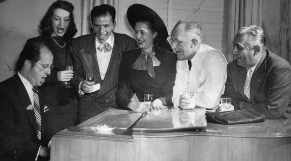 Here, at the Houston Ramada Club, Phil entertains Dorothy Lamour, Frank and three unidentified revellers!!