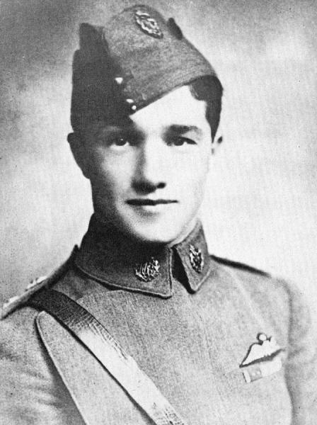 1916 portrait image of Albert.