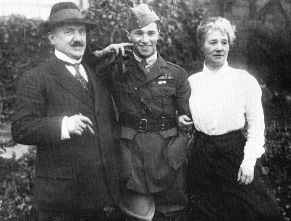 October 5 1916: With his parents in the surroundings of the family home (Sedgley House).