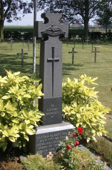 The final cross for the grave was erected in 1919.