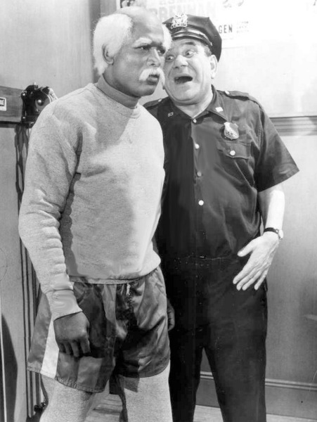 Gunther (Joe E. Ross) with Sugar Ray Robinson in 'The Puncher and Judy'