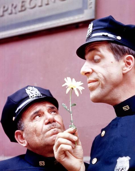 Gunther Toody (Joe E. Ross) with Francis Muldoon (Fred Gwynne).