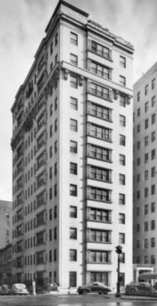 Home: 829 Park Avenue Luxurious apartment block.