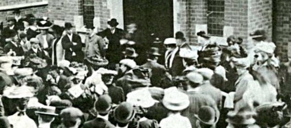 1907: Opening of the new Primitive Chapel.