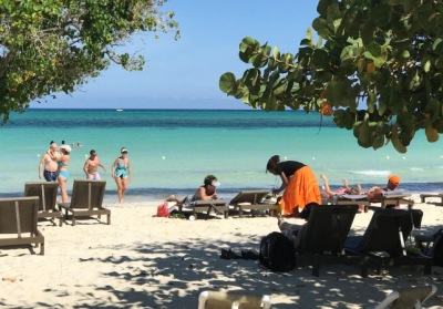 Jamaica Beachfront Villa / Rooms