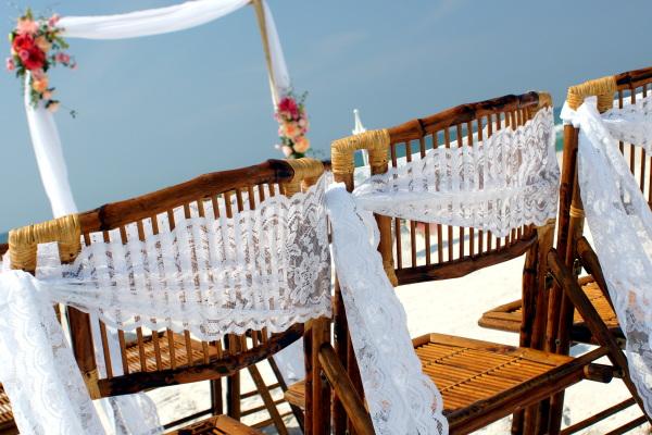 Wedding ceremonies on the beach in Pensacola.
