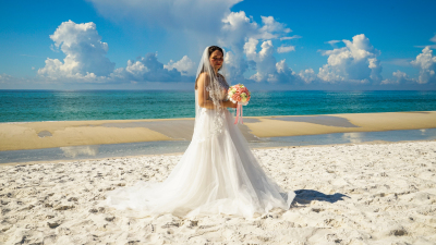 Beach wedding in Pensacola