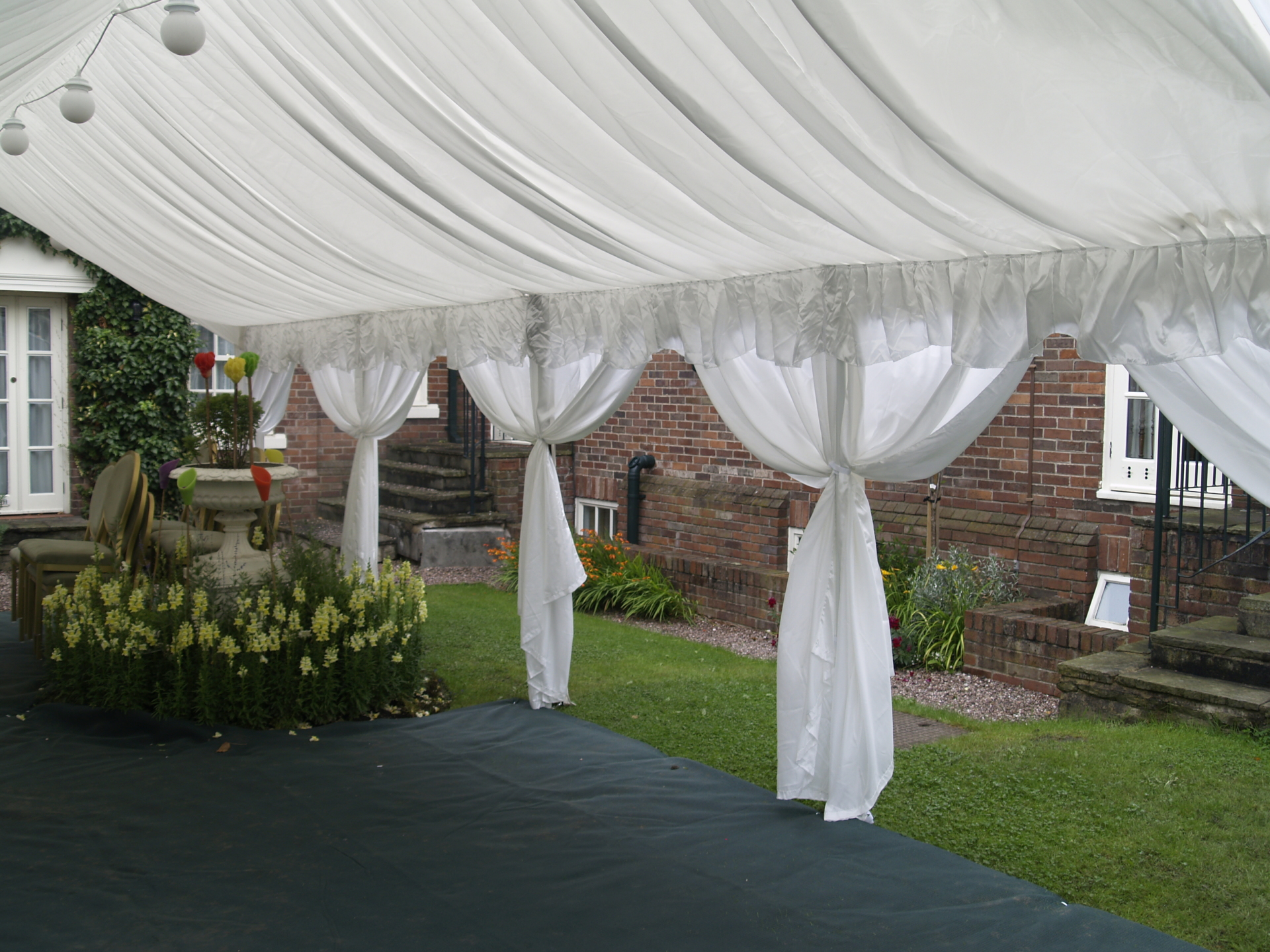 4m x 8m marquee side view of lining
