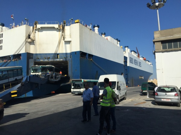 Bus discharge in La Goulette