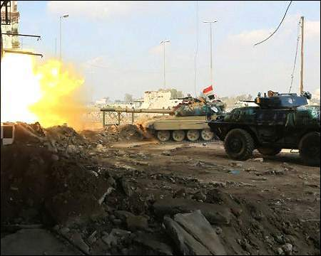 Οι συμμαχικές δυνάμεις μπροστά από το μεγάλο Τζαμί της Μουσούλης
