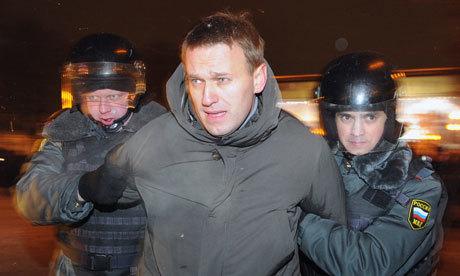 Σύμβολο του αγώνα κατά της διαφθοράς στη Ρωσία συνελήφθη και δικάστηκε