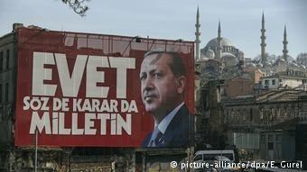 Κορυφώνεται η μάχη για το τουρκικό δημοψήφισμα
