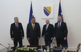 O John McCain σε περιοδεια στα Δυτικά Βαλκάνια