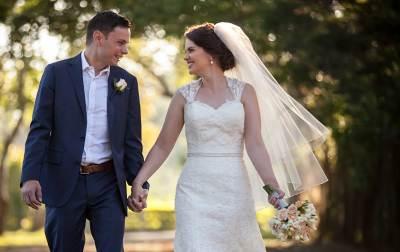 bride groom walking hand in hand wedding veil wedding dress