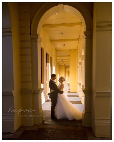 bride and groom in archway inexpensive wedding photography queensland brides brisbane wedding
