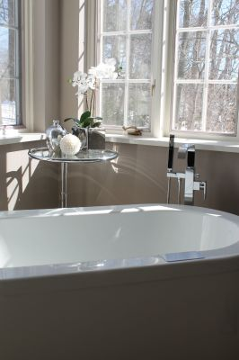 transitional bathroom interior design in Toronto