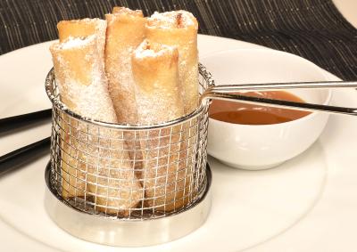 Spring rolls with Caramel dip