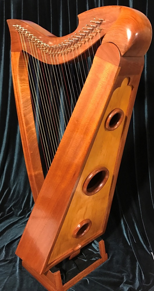 Tornavoz ringz on the back of a lever harp