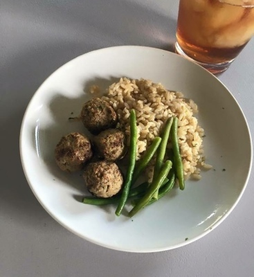 Balsamic Glaze Meat Balls, Brown Rice and Green Beans