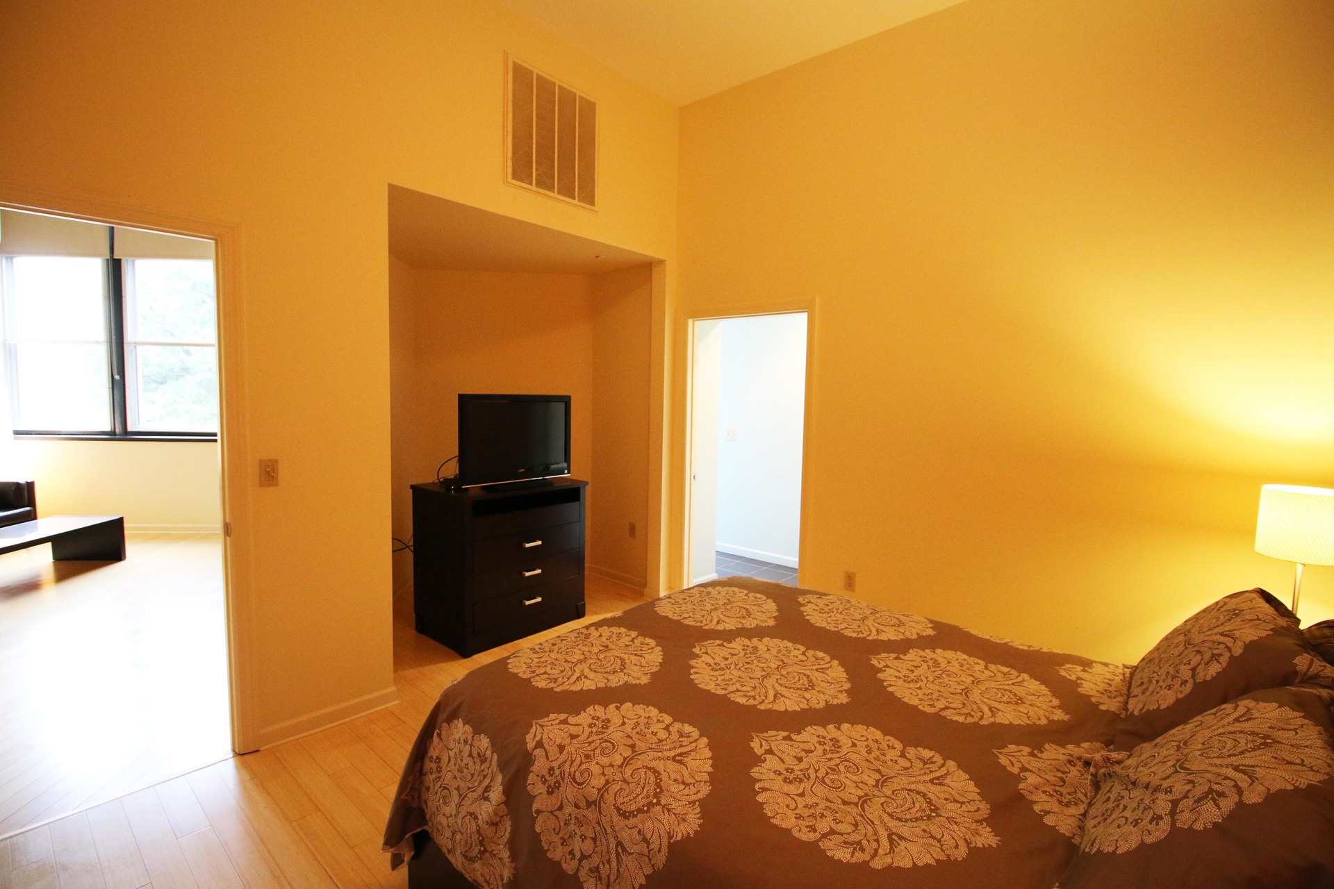 One bedroom furnished apartment for short term rent in Harrisburg PA