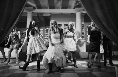 Bridesmaids dancing with Narrow Gauge, the Colorado country band for weddings